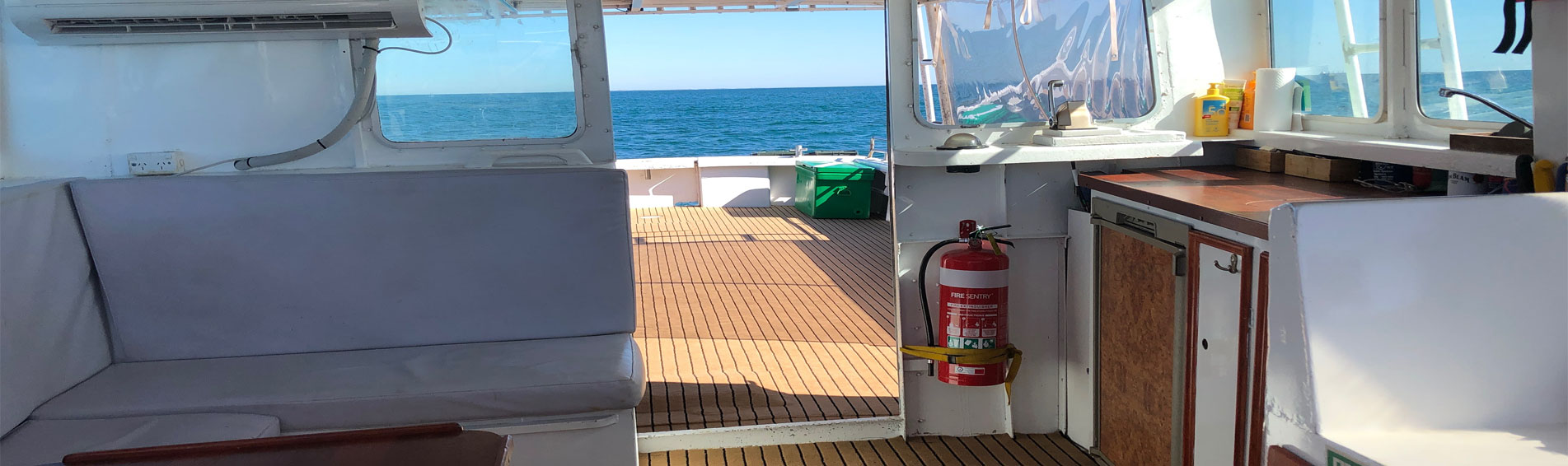 EQUADOR-Big-Island-Charters-inner-cabin