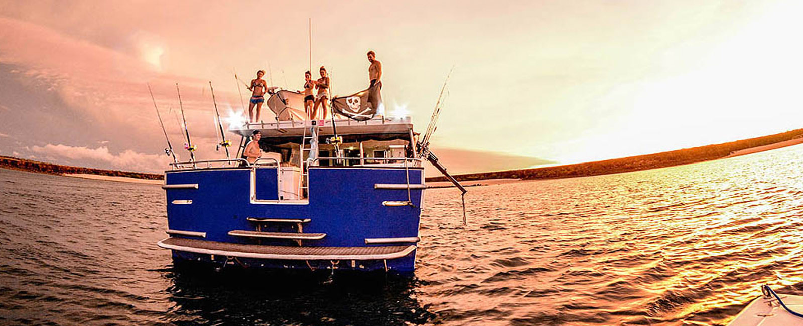Glenalan-Abrolhos-Islands-fishing-charter-sunset-stern-view