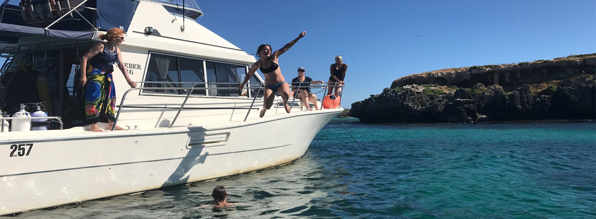 MOONSHINE-II-boat-charter-carnac-island-jump-in-water