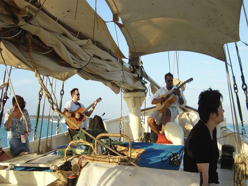 WILLIE cruises band playing music