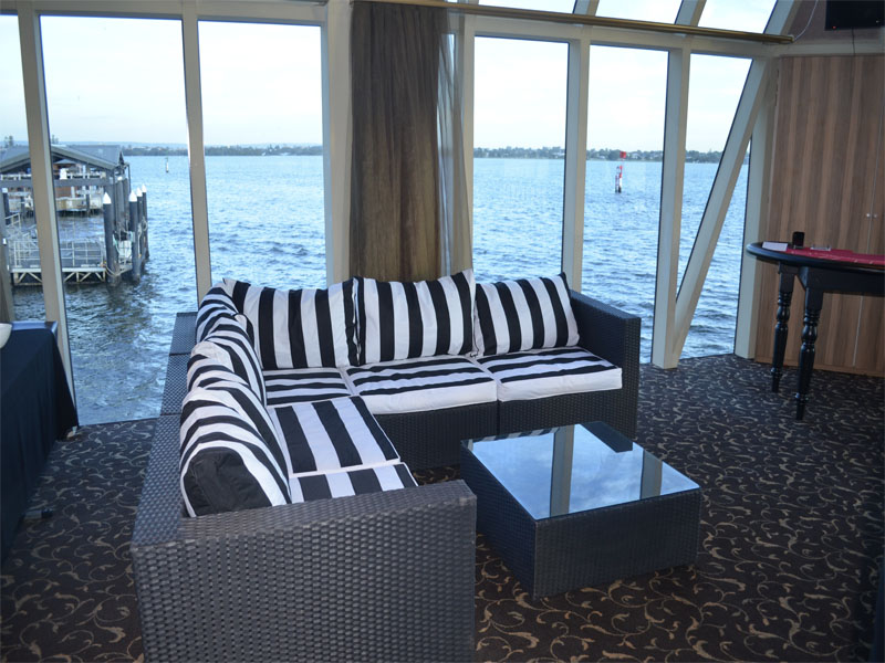 CRYSTAL SWAN boat charter chair river view