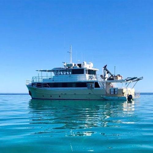 KIMBERLEY PEARL charters blue water