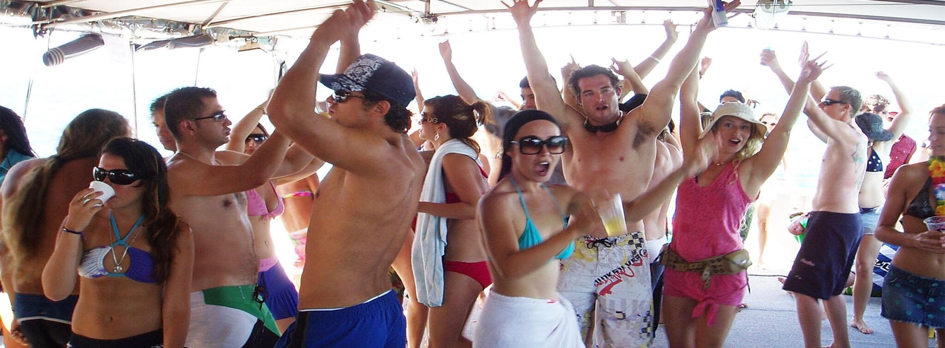 TOP-GUN-party-boat-charter-people-dancing-Perth-wa