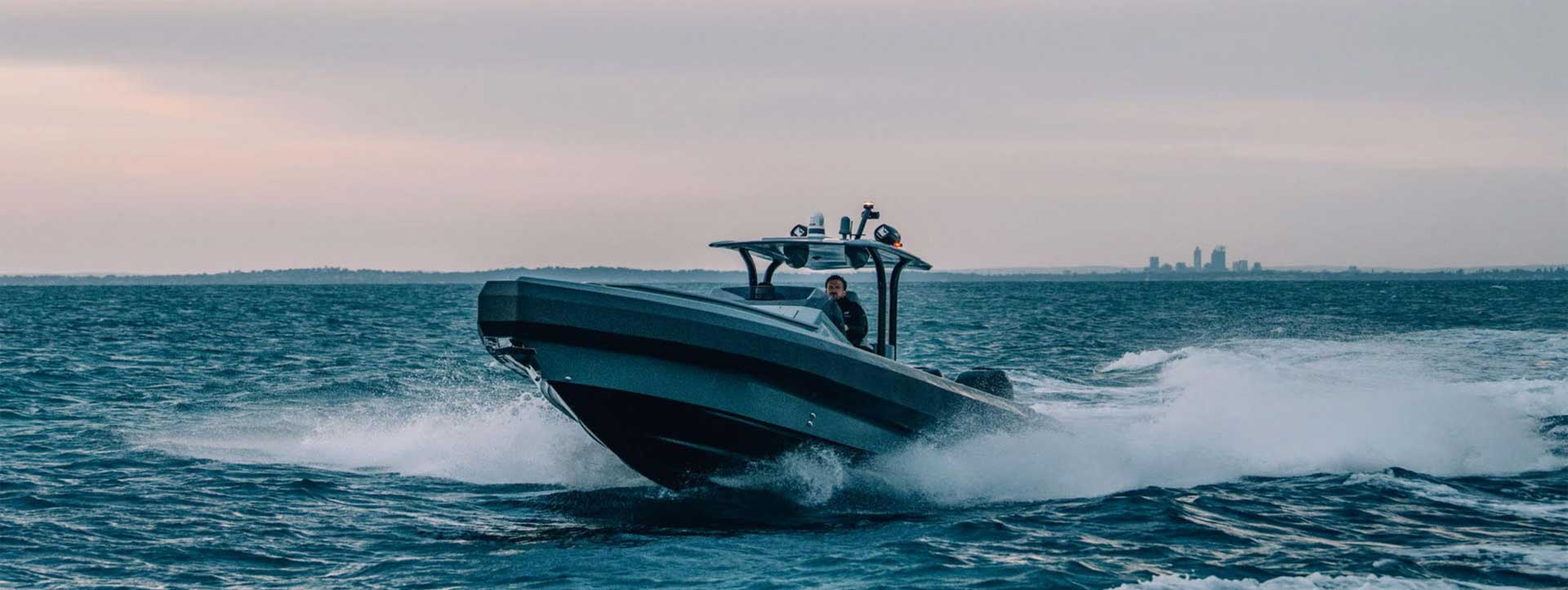 PIGLET-boat-hire-perth-Elizabeth-Quay